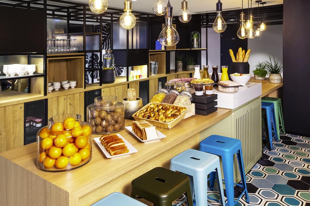 IBIS Style Paris 16 Sud, HB045, Petit déjeuner, prise de vue buffet en biais